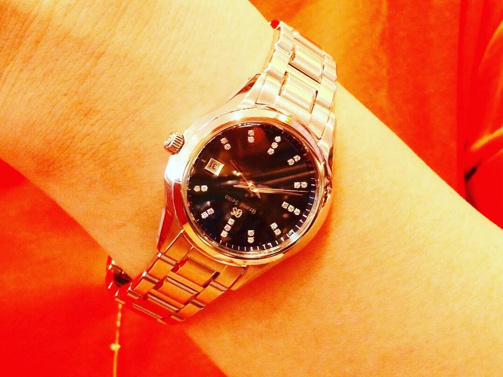 【お客様レポートno.49】ネイビーの文字盤にダイヤモンドが光る上品なモデル